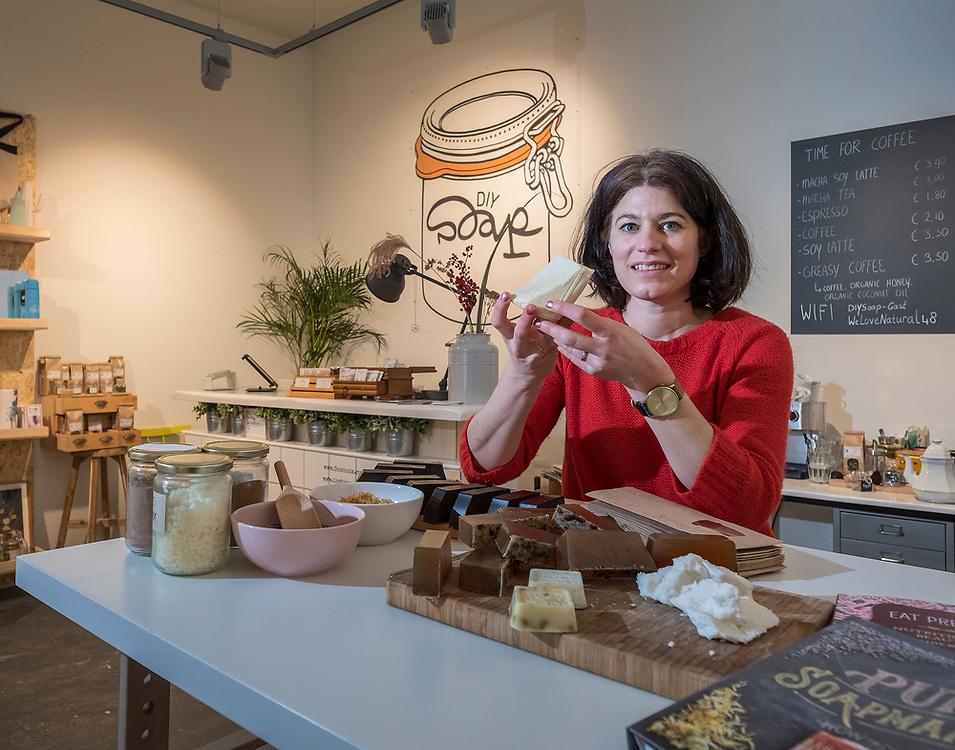 Netherlands. Amsterdam, 25-01-2018. Photo: Patrick Post.  Zelfgemaakt voor TIJD. Erica Linger - de Leeuw van DIY Soap (do it yourself soap)