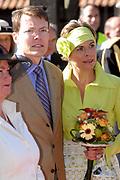 Koninginnedag 2007 in het vestingsstadje Woudrichem / Queensday 2007 in the small village Woudrichem.<br /> <br /> Op de foto / On the Photo; Prinses Laurentien en Prins Constantijn