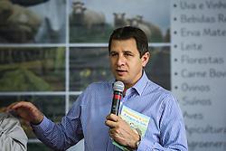 """O Secretário da Agricultura e Pecuária Ernani Polo, faz uma avaliação primeiros dias feira e divulgação de principais ações secretaria e lançamento da <br /> Revista em Quadrinhos: """"Incentivando o Consumo de Leite e Derivados"""", numa iniciativa da Câmara Setorial do Leite durante a 38ª Expointer, que ocorre entre 29 de agosto e 06 de setembro de 2015 no Parque de Exposições Assis Brasil, em Esteio. FOTO: Jefferson Bernardes/ Agência Preview"""