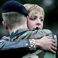 Nederland,Doorn ,1 juni 2008..Een groep mariniers van het Korps Marine in Doorn heeft vanmorgen afscheid genomen van geliefden, familie en vrienden voor een 5 maanden missie naar Tsjaad. Marines from Marine Corps say goodbye before leaving for  their mission to Tchad.