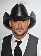 Tim McGraw collapses on stage
