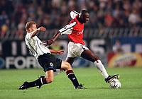 Patrick Vieira (Arsenal) Rene Bolf (Sparta Prague). AC Sparta Prague 0:1 Arsenal. UEFA Champions League, Prague, Czech Republic, 12/9/2000. Credit: Colorsport / Stuart MacFarlane.