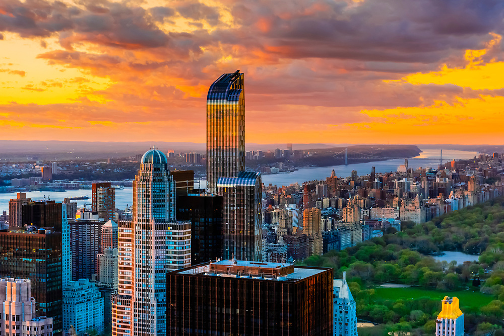 View north from Midtown Manhattan to Central Park and the upper West Side (Hudson River and George Washington Bridge behind), New York, New York USA.