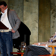 NLD/Laren/20100419 - Overhandiging boek John Kraaijkamp, John Kraaijkamp met zoon Johnny