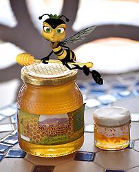 October 14, 2017 - Pots of honey and bee   Pots de miel et abeilles  14/10/2017 (Credit Image: © Patrick Lefevre/Belga via ZUMA Press)