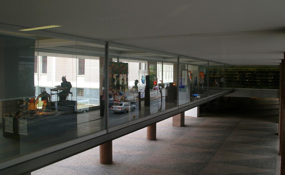 Belo Horizonte_MG, Brasil. ..Imagem dentro da Biblioteca Publica Estadual Luiz de Bessa, localizada na Praca da Liberdade...The image inside the State Public Library Luiz de Bessa, located in the Praca da Liberdade...Foto: LEO DRUMOND / NITRO