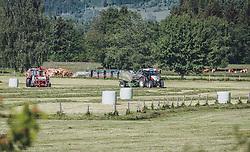 THEMENBILD - ein Landwirt verarbeitet mit seinem Traktor das geschnitte Gras zu Silo Rundballen, aufgenommen am 27. Mai 2020 in Kaprun, Oesterreich // a farmer processes the cut grass with his tractor to silo round bales in Kaprun, Austria on 2020/05/27. EXPA Pictures © 2020, PhotoCredit: EXPA/Stefanie Oberhauser