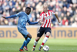 (L-R), Jamiro Monteiro Alvarenga of Heracles Almelo, Jorrit Hendrix of PSV during the Dutch Eredivisie match between PSV Eindhoven and Heracles Almelo at the Phillips stadium on October 22, 2017 in Eindhoven, The Netherlands