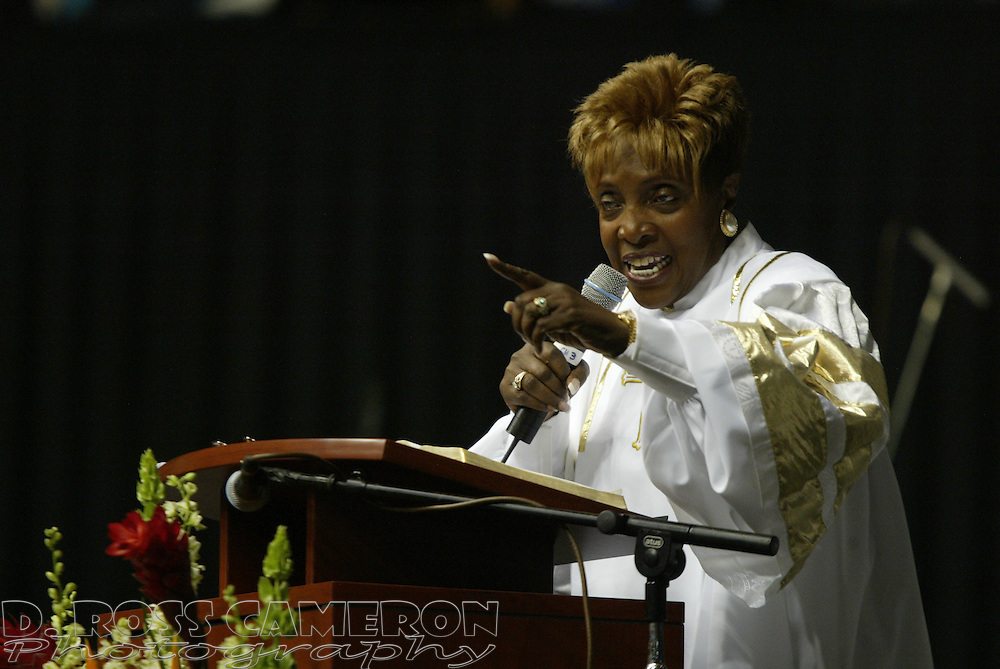 Rev. Ernestine Cleveland Reems speaks to the crowd during a Resurrection Sunday church service at the Coliseum Arena, Sunday, March 27, 2005 in Oakland, Calif. (Photo by D. Ross Cameron)