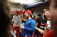 Torhueter Melvin Nyffeler (SCRJ) freut sich nach dem Sieg im siebten Ligaquali Spiel der National League zwischen den SC Rapperswil-Jona Lakers und dem EHC Kloten, am Mittwoch, 25. April 2018, in der Swiss Arena Kloten. (Thomas Oswald)