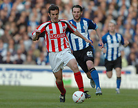 Fotball<br /> Foto: SBI/Digitalsport<br /> NORWAY ONLY<br /> <br /> Sheffield Wednesday v Brentford <br /> Coca Cola league one play off semi final, first round. 12/05/2005. <br /> <br /> Brentfords Kevin O'Connor breaks away from Wednesdays James Quinn
