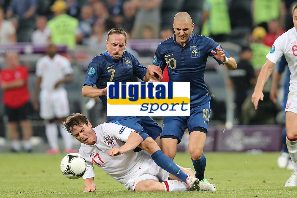 FOOTBALL - UEFA EURO 2012 - DONETSK - UKRAINE - GROUP STAGE - GROUP D - FRANCE v ENGLAND - 11/06/2012 - PHOTO PHILIPPE LAURENSON / DPPI - FRANCK RIBERY (FRA) , KARIM BENZEMA (FRA) / SCOTT PARKER (ANG)