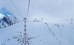 THEMENBILD - Blick auf die höchste Seilbahnstütze Europas - die Stütze 7 (113,60 m) der Gletscherbahn Kaprun mit den Seilen der Gondelbahn und den umliegenden Bergen aufgenommen am 14. April 2017 am Kitzsteinhorn Gletscher, Kaprun Österreich // View of the highest cable car support in Europe - the support number 7 (113.60 m) with the cables of the gondola and the surrounding mountains at the Kitzsteinhorn Glacier Ski Resort, Kaprun Austria on 2017/04/14. EXPA Pictures © 2017, PhotoCredit: EXPA/ JFK