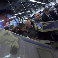 Customers swarm the just opened Electro World store in shopping cetner Arena Plaza in Budapest, Hungary. Wednesday, 14. November 2007. ATTILA VOLGYI