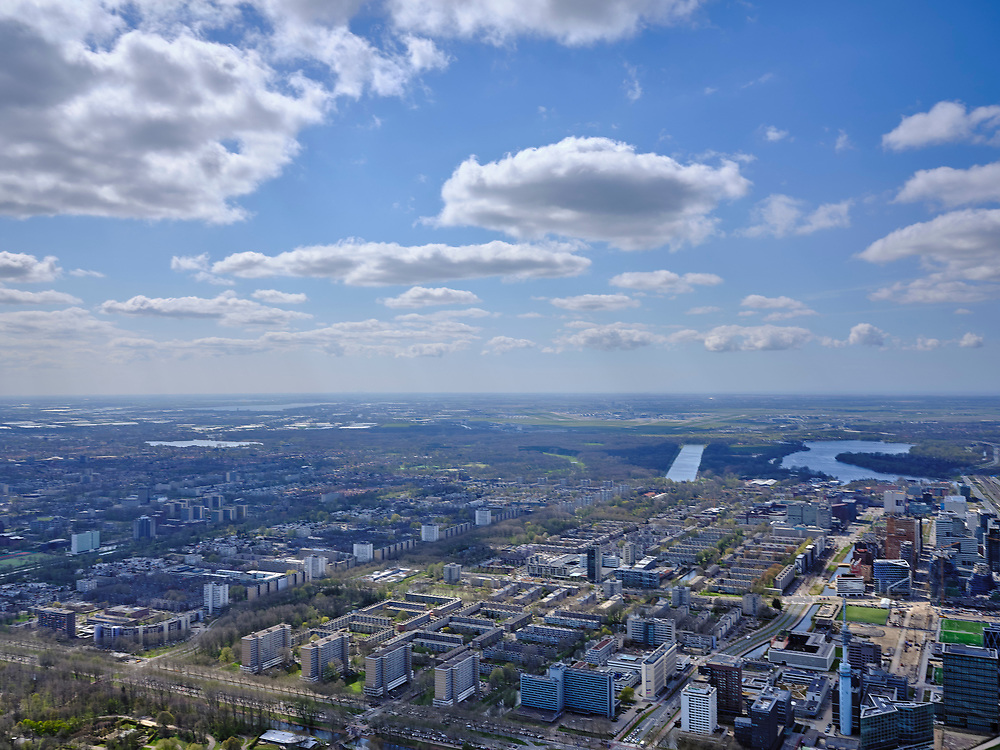 Nederland, Noord-Holland, Amsterdam; 17-04-2021; overzicht Buitenveldert, gezien naar de Nieuwe Meer, Schiphol aan de verre horizon.<br /> Overview Buitenveldert, seen towards the Nieuwe Meer, Schiphol on the distant horizon.<br /> <br /> luchtfoto (toeslag op standaard tarieven);<br /> aerial photo (additional fee required)<br /> copyright © 2021 foto/photo Siebe Swart.