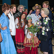 NLD/Leeuwarden/20180908 - Koning Willem Alexander en Beatrix aanwezig bij premiere de Stormruiter, Koning Willem Alexander en prinses Beatrix  hebben een ontmoeting met de cast waaronder Jelle de Jong en Ellen ten Damme