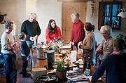 """Samedi 14 janvier, Norbert est invité à un déjeuner chez des amis """"paysans bio"""" . A la fin du déjeuner, séance vaisselle pour tout  le monde ."""