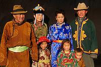 Mongolie. Province de Tov. Famille de nomades mongols. // Mongolia. Tov province. Mongolian family.