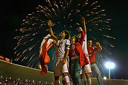 O jogador Fernandão comemora o título de Campeão Gaúcho 2008 com a torcida no Beira Rio. FOTO: Lucas Uebel / Preview.com