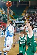 DESCRIZIONE : Avellino Lega A 2015-16 Sidigas Avellino Banco di Sardegna Sassari<br /> GIOCATORE : David Logan<br /> CATEGORIA : tiro penetrazione<br /> SQUADRA : Banco di Sardegna Sassari<br /> EVENTO : Campionato Lega A 2015-2016 <br /> GARA : Sidigas Avellino Banco di Sardegna Sassari<br /> DATA : 09/11/2015<br /> SPORT : Pallacanestro <br /> AUTORE : Agenzia Ciamillo-Castoria/A. De Lise <br /> Galleria : Lega Basket A 2015-2016 <br /> Fotonotizia : Avellino Lega A 2015-16 Sidigas Avellino Banco di Sardegna Sassari