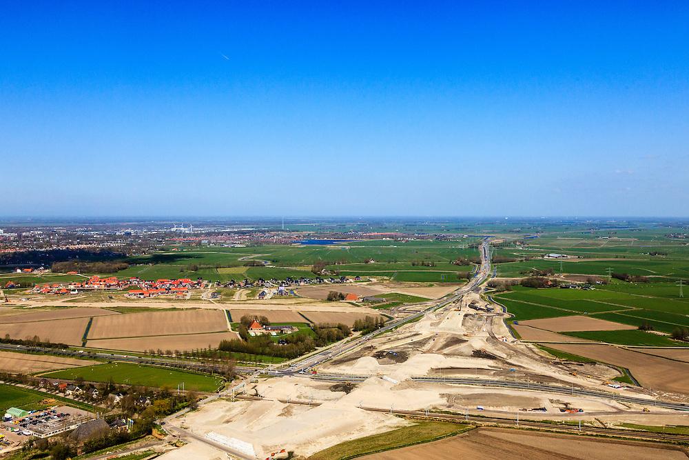 Nederland, Friesland, Leeuwarden, 01-05-2013; aanleg N31 de Haak om Leeuwarden. Bouw nieuw knooppunt Werpsterhoek, kruising spoorlijn naar Heerenveen. Gezien naar Hemriksein / N31..De nieuwe rijksweg vormt de verbinding tussen de huidige A31 bij Marsum en de N31 bij Hemriksein (Wâldwei)..Construction site of new motorway junction of the N31, near Leeuwarden (background) , crossing the railway Leeuwarden - Heerenveen.  luchtfoto (toeslag op standard tarieven).aerial photo (additional fee required).copyright foto/photo Siebe Swart