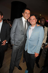 Left to right, DAVID WALLIAMS and ALAN CARR at the St.Martins Lane Hotel 10th year bash held on 9th September 2009.