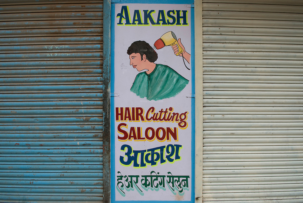 A sign on a local hair saloon. Dharavi, August 2007