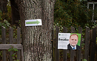 09.10.2011 wies Sokolda woj podlaskie Wybory Parlamentarne 2011 n/z oznakowanie dojscia do komisji wyborczej fot Michal Kosc / AGENCJA WSCHOD
