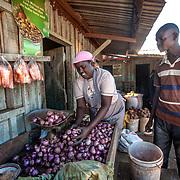 2013 05 02 Isiolo<br /> Kvinna som säljer grönsaker på marknaden<br /> <br /> FOTO : JOACHIM NYWALL KOD 0708840825_1<br /> COPYRIGHT JOACHIM NYWALL<br /> <br /> ***BETALBILD***<br /> Redovisas till <br /> NYWALL MEDIA AB<br /> Strandgatan 30<br /> 461 31 Trollhättan<br /> Prislista enl BLF , om inget annat avtalas.