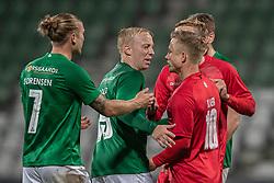 Skærmydsler mellem Mads Aaquist (Viborg FF) og Jeppe Kjær (FC Helsingør) under kampen i 1. Division mellem Viborg FF og FC Helsingør den 30. oktober 2020 på Energi Viborg Arena (Foto: Claus Birch).