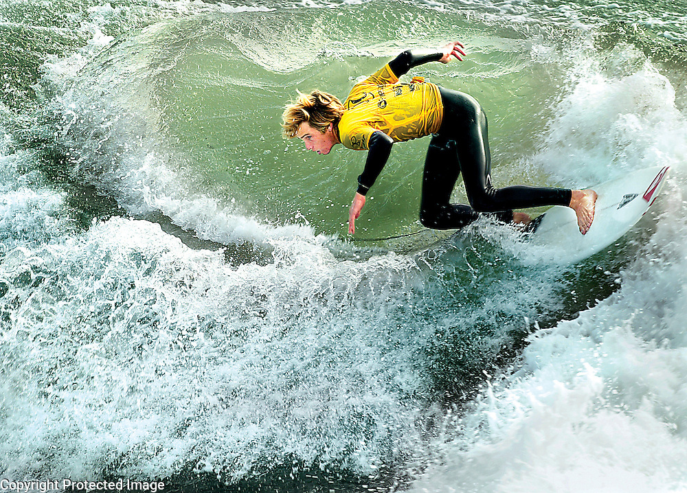 Harbor High School's Joshua Printup cuts back during his quarter final heat of the National Scholastic Surfing Associaiton's constest held at Steamer Lane in Santa Cruz.<br /> Photo by Shmuel Thaler <br /> shmuel_thaler@yahoo.com www.shmuelthaler.com