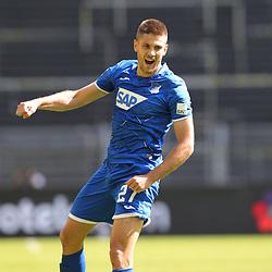 Jubel zum 0:4, KRAMARIC, Hoffenheim<br /> <br /> firo, Sport: Fussball: 1. Bundesliga: Saison 2019/2020, 27.06.2020,34. Spieltag,<br /> BVB, Borussia Dortmund - TSG Hoffenheim<br /> <br /> Foto: Ralf Ibing / firosportphoto / POOL/PIX-Sportfotos<br /> <br /> Nur für journalistische Zwecke! Only for editorial use! <br /> <br /> <br /> Foto © PIX-Sportfotos *** Foto ist honorarpflichtig! *** Auf Anfrage in hoeherer Qualitaet/Aufloesung. Belegexemplar erbeten. Veroeffentlichung ausschliesslich fuer journalistisch-publizistische Zwecke. For editorial use only. DFL regulations prohibit any use of photographs as image sequences and/or quasi-video.