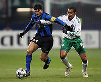 Fotball<br /> Frankrike<br /> Foto: DPPI/Digitalsport<br /> NORWAY ONLY<br /> <br /> FOOTBALL - CHAMPIONS LEAGUE 2008/2009 - GROUP STAGE - GROUP B - 26/11/2008 - INTER MILAN v PANATHINAIKOS FC<br /> <br /> JAVIER ZANETTI (INT) / GILBERTO (PAN)