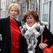 NLD/Den Bosch/20120214 - Valentijnslunch 2012 Addy van den Krommenacker, Monique des Bouvrie en Christine Kroonenberg