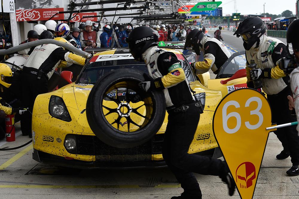 #63 Corvette Racing Chevrolet Corvette C7.R: Jan Magnussen, Antonio Garcia, Mike Rockenfeller, pit stop<br /> Saturday 16 June 2018<br /> 24 Hours of Le Mans<br /> 2018 24 Hours of Le Mans<br /> Circuit de la Sarthe WI FR<br /> World Copyright: Scott R LePage