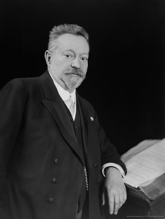 Gustav Hollaender, violinist, 1911