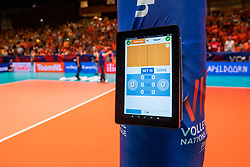 29-05-2019 NED: Volleyball Nations League Netherlands - Bulgaria, Apeldoorn<br /> Referee scorebord Ipad