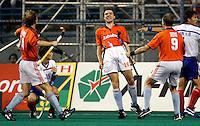 9/3 WK Hockey. wedtrijd om de bronzen medaille. Nederland-Zuid Korea 2-1 (na verlenging). Jaap Derk Buma (m) heeft het beslissende doelpunt (golden goal) gemaakt. links Teun de Nooijer, rechts Piet Hein Geeris.