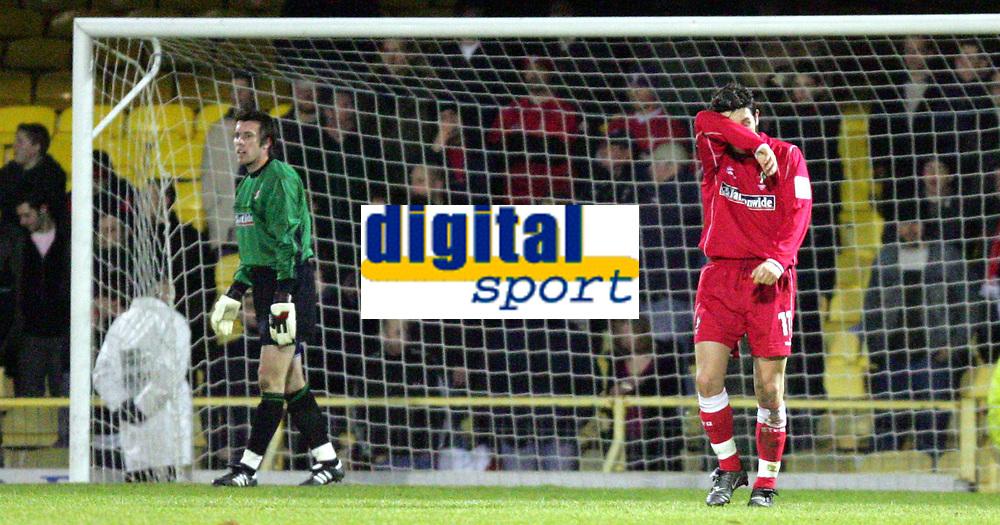 Fotball<br /> England 2004/2005<br /> Foto: SBI/Digitalsport<br /> NORWAY ONLY<br /> <br /> LDV Vans trophy Area Semi Finals<br /> <br /> Southend v Swindon<br /> <br /> Swindon's David Duke comiserates the Southend goal by Lawrie Dudfield