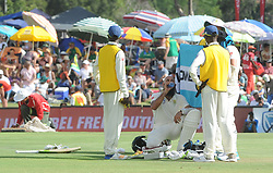 Pretoria 26-12-18. The 1st of three 5 day cricket Tests, South Africa vs Pakistan at SuperSport Park, Centurion. Day 1. Afternoon session. South African batsman Hashim Amla is shaded from the heat during a water break. <br /> Picture: Karen Sandison/African News Agency(ANA)