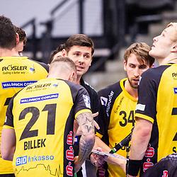 Alois Mraz (Trainer HSC 2000 Coburg) ; mit Florian Billek (HSC 2000 Coburg #21) ; Andreas Schroeder (HSC 2000 Coburg #71) ; Tobias Varvne (HSC 2000 Coburg #34) ; 1. Handball-Bundesliga, HBL: TVB Stuttgart - HSC 2000 Coburg am 06.02.2021 in Stuttgart (PORSCHE Arena), Baden-Wuerttemberg, Deutschland<br /> <br /> Foto © PIX-Sportfotos *** Foto ist honorarpflichtig! *** Auf Anfrage in hoeherer Qualitaet/Aufloesung. Belegexemplar erbeten. Veroeffentlichung ausschliesslich fuer journalistisch-publizistische Zwecke. For editorial use only.