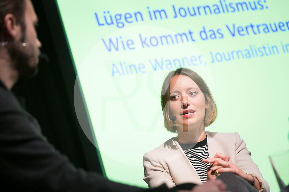 SCHWEIZ - LENZBURG - Eröffnung der Ausstellung FAKE im Stapferhaus, hier der Talk mit Aline Wanner, Journalistin im Büro-Schweiz der ZEIT; und Alain Gloor; - 28. Oktober 2018 © Raphael Hünerfauth - http://huenerfauth.ch