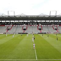 nph00001  17.05.2020 --- Fussball --- Saison 2019 2020 --- 2. Fussball - Bundesliga --- 26. Spieltag: FC Sankt Pauli - 1. FC Nürnberg ---  DFL regulations prohibit any use of photographs as image sequences and/or quasi-video - Only for editorial use ! --- <br /> <br /> Mannschaften im leeren Stadion vor Anpfiff <br /> <br /> Foto: Daniel Marr/Zink/Pool//via Kokenge/nordphoto