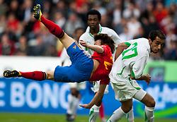 29.05.2010, Tivoli, Innsbruck, AUT, FIFA Worldcup Vorbereitung, Testspiel Spanien (ESP) vs Saudi Arabien (KSA), im Bild David Silva ( ESP, #21 ) vs Mishal ( KSA #27 ). EXPA Pictures © 2010, PhotoCredit: EXPA/ J. Groder / SPORTIDA PHOTO AGENCY