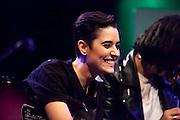 Rinôçérôse, Dover and Bimba Bose performing for TV program: Un lugar llamdo mundo