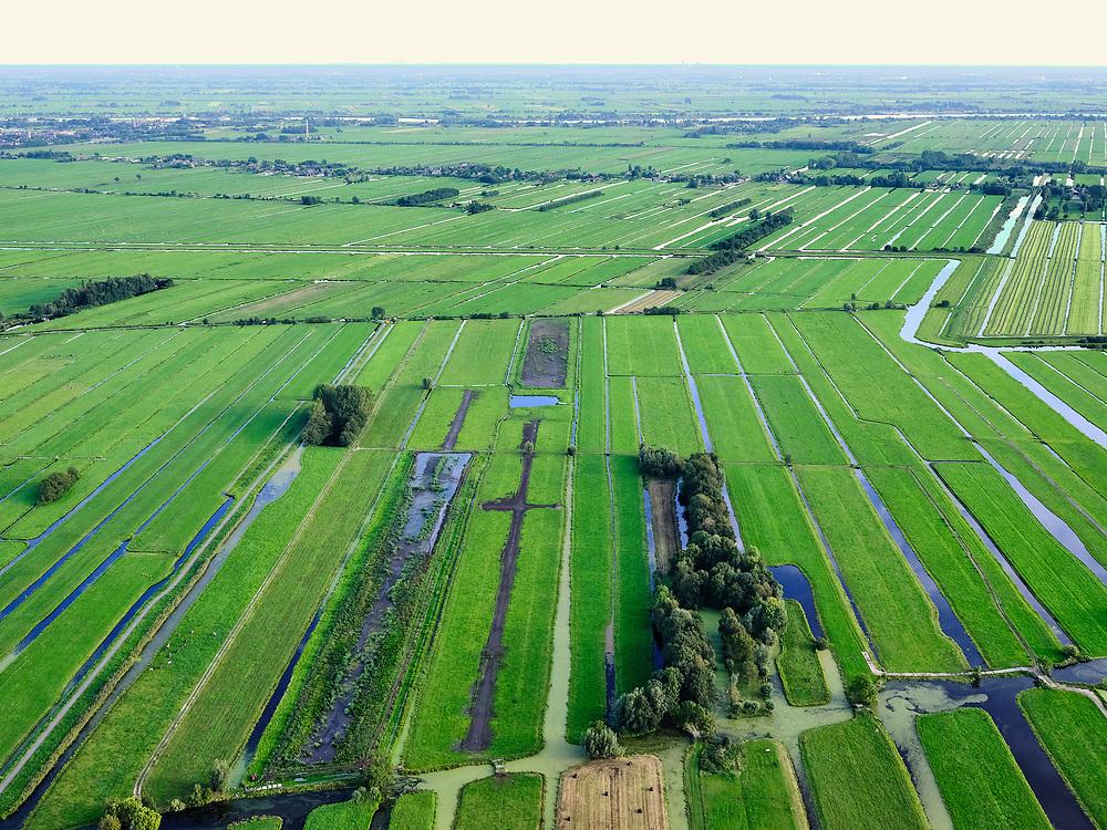 Nederland, Zuid-Holland, Ouderkerk aan de IJssel, 14-09-2019; Zicht op veenweidegebied van de Krimpenerwaard. Eendenkooi ten zuidwesten van Stolwijk, Achterwetering. Polders tussen Ouderkerk en Stolwijk. Lek in de achtergrond.<br /> View on peat meadow polders west of Stolwijk, South Holland.<br /> <br /> luchtfoto (toeslag op standard tarieven);<br /> aerial photo (additional fee required);<br /> copyright foto/photo Siebe Swart