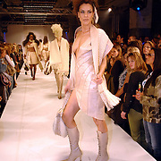 NLD/Amsterdam/20060402 - Modeshow Chick on a Mission Winter 2006, model, mannequin, catwalk,