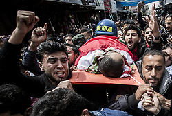 April 26, 2018 - Gaza City, The Gaza Strip, Palestine - Palestinian mourners carry the body of Palestinian journalist Ahmed Abu Hussein, while who was shot two weeks before by Israeli forces while covering demonstrations on the Gaza border, during his funeral in Jabalia in the northern Gaza Strip, after he succumbed to his injuries. (Credit Image: © Mahmoud Issa/Quds Net News via ZUMA Wire)