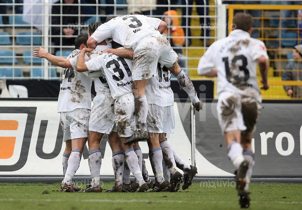 Jena , 110207 , Saison 2006/2007 ; Fussball 2.Bundesliga FC Carl Zeiss Jena - Rot Weiss Essen  Jubel der Jenaer ueber das 1:0