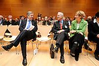 """17 JAN 2008, BERLIN/GERMANY:<br /> Klaus Wowereit, SPD, Reg. Buergermeister Berlin, Manfred Stolpe, SPD, Bundesminister a.D., und Christine Bergmann, SPD, Bundesministerin a.D., im Gespraech, Veranstaltung des Forum OstDeutschland unter dem Motto """"Ostdeutsche Potentiale werden sichtbar"""", Willy-Brandt-Haus<br /> IMAGE: 20080117-01-007<br /> KEYWORDS: Gespräch"""